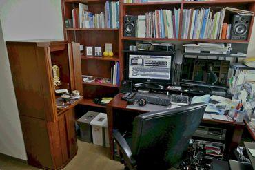 仏壇のある編集室370.jpg