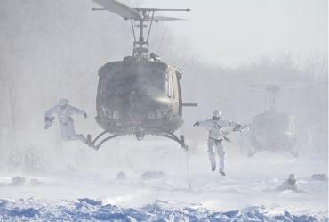 冬季遊撃ヘリ飛び降り①370.jpg