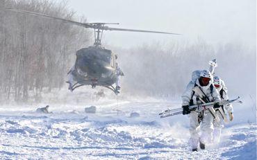 冬季遊撃ヘリ飛び降り②370.jpg