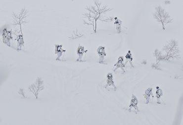 冬季遊撃山を下りる370.jpg