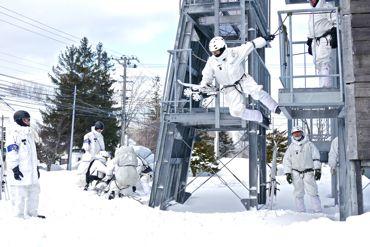 冬季遊撃訓練塔飛び降り370.jpg