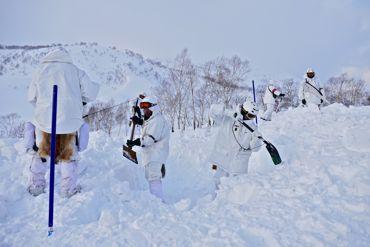 冬季遊撃雪洞縦穴370.jpg