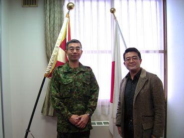 山崎連隊長と370.jpg