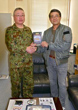 成田副連隊長と370.jpg