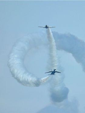 航空祭ブルー2機370.jpg