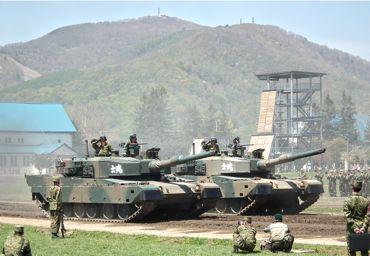 観閲行進戦車370.jpg
