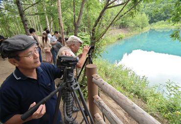青い池を撮る370.jpg