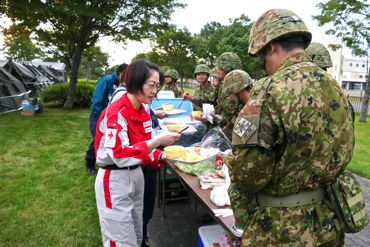 NorthernRescue2015公園給食370.jpg