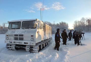 72TKR中隊検閲取材雪上車370.jpg