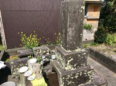 小島家累代の墓お骨3体.jpg